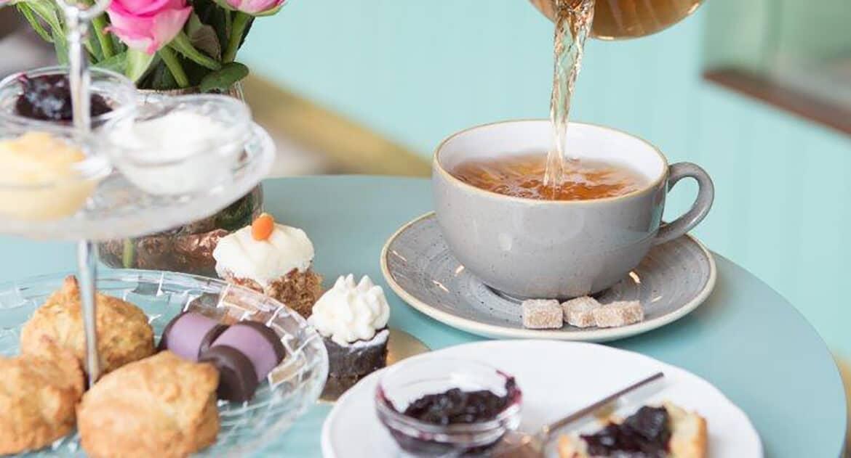 Fikabord med te och kaka från Edenbos