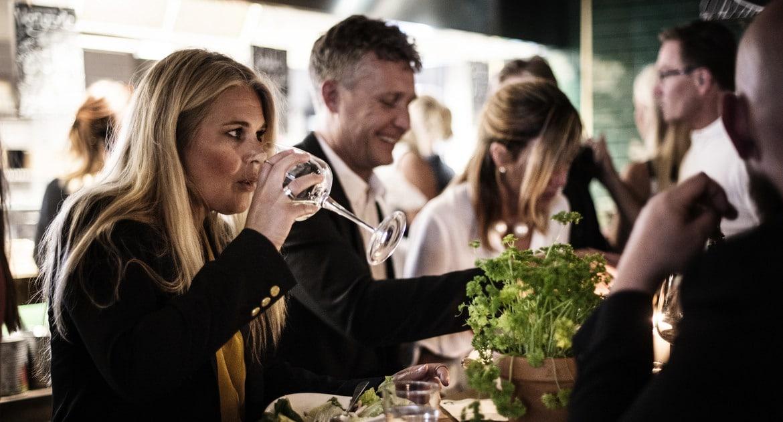 Gäster på restaurang